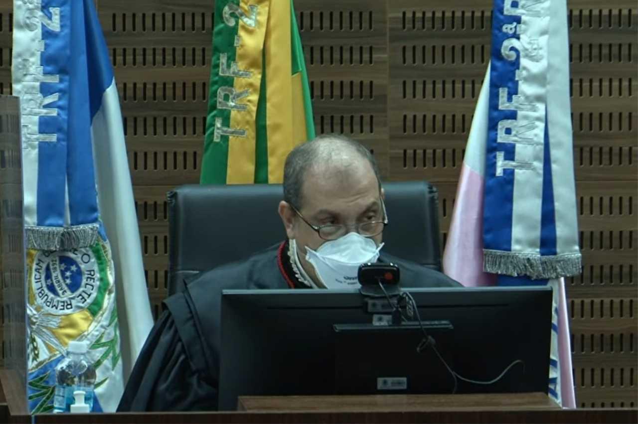Nova gestão do TRF2 é empossada em sessão solene do Plenário*